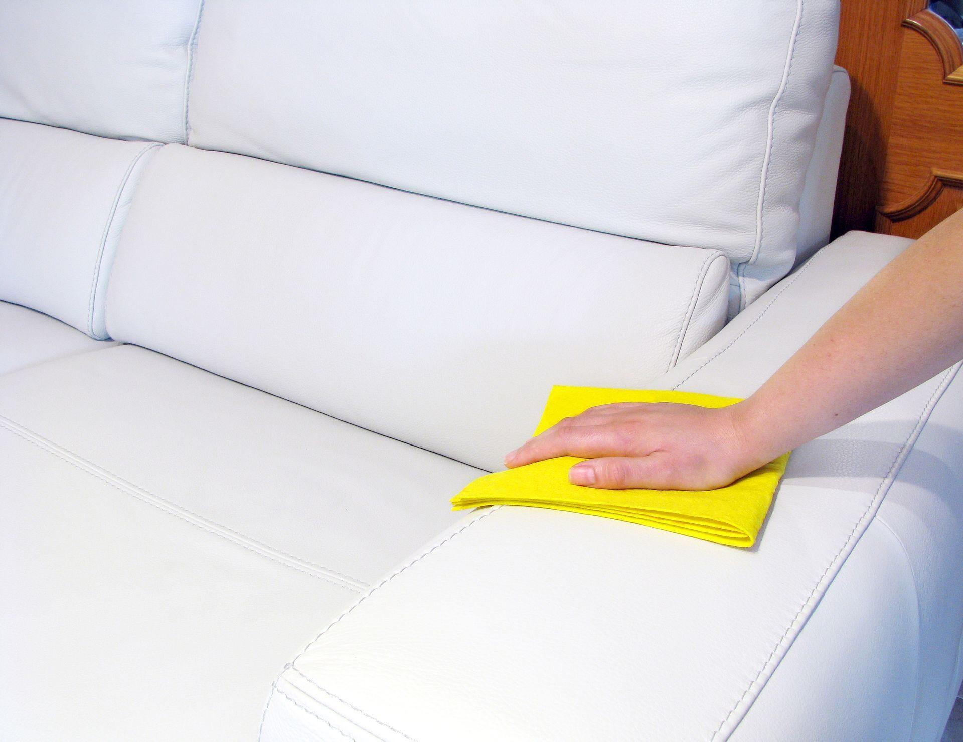 Как вывести пятно с кожи белой дивана фото