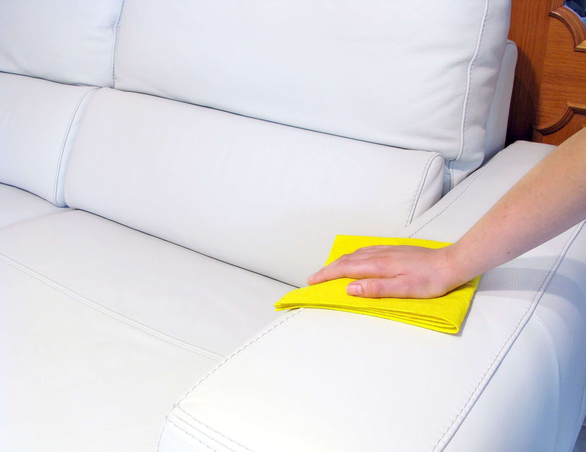 Как почистить диван в домашних условиях от грязи и запаха 56